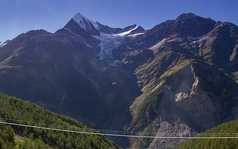 Neue Hängebrücke am Europaweg geht in Bau